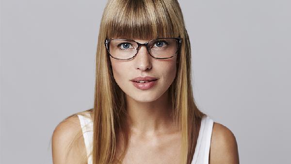 Kosmetik und Brillen